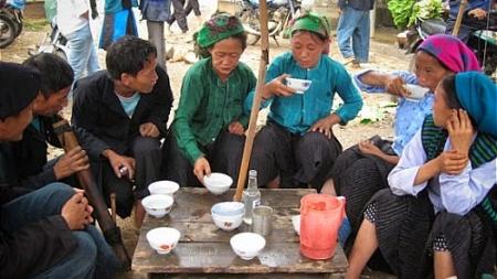 Hương Sắc Rượu Ngô Mông Pê Tủa Chùa